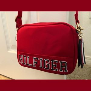 BrandNew Tommy Hilfiger Iconic CrossBody Bag XBody